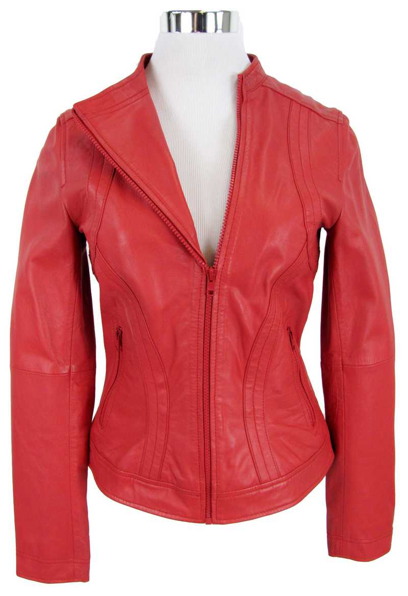 Rote Lederjacke in asymmetrischer Form